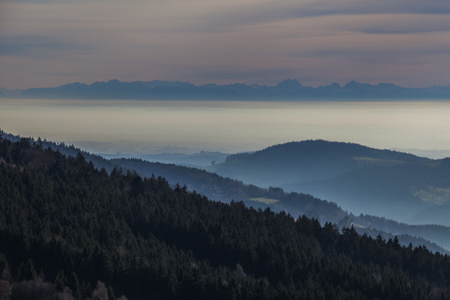 http://gewitterundnaturbilder-sr.de/hpfixgal_alpenfernsicht_gaeuboden_im_dunst_img_9089_09_01_2014_20_15_14.jpg