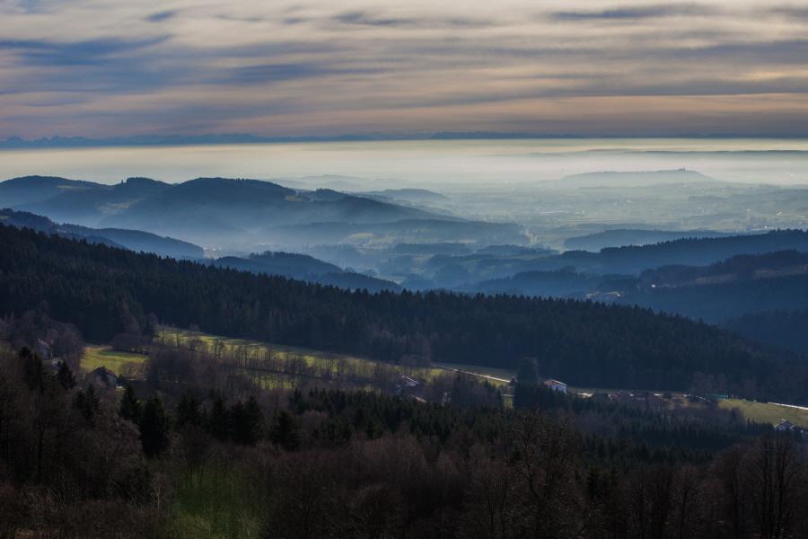 http://gewitterundnaturbilder-sr.de/hpfixgal_alpenfernsicht_gaeuboden_im_dunst_img_9094_09_01_2014_20_21_06.jpg