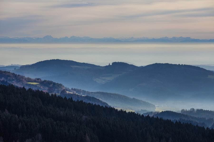 http://gewitterundnaturbilder-sr.de/hpfixgal_alpenfernsicht_gaeuboden_im_dunst_img_9152_09_01_2014_21_47_18.jpg
