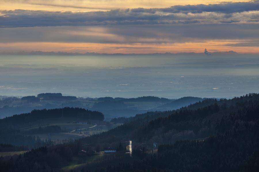 http://gewitterundnaturbilder-sr.de/hpfixgal_alpenfernsicht_gaeuboden_im_dunst_img_9157_09_01_2014_21_51_10.jpg