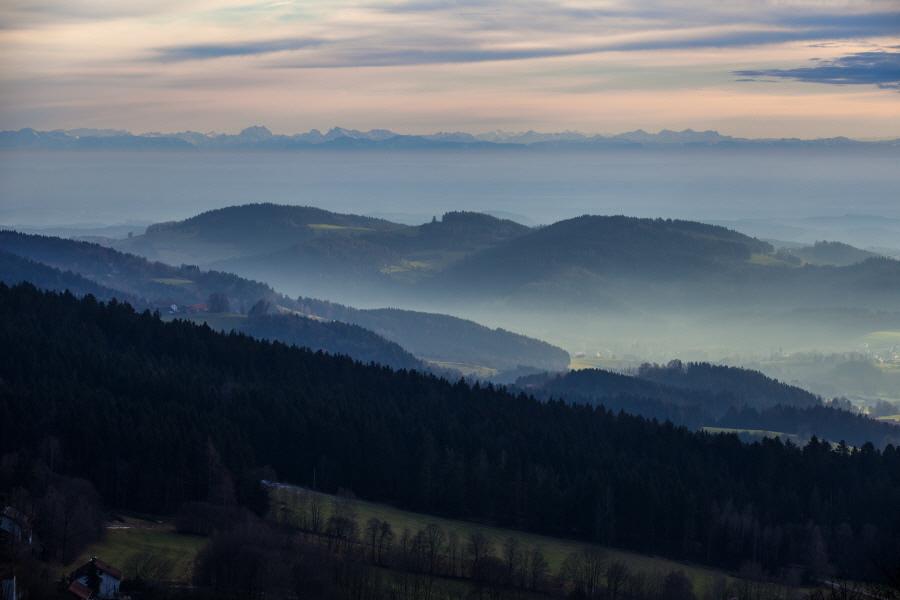 http://gewitterundnaturbilder-sr.de/hpfixgal_alpenfernsicht_gaeuboden_im_dunst_img_9190_09_01_2014_22_11_42.jpg