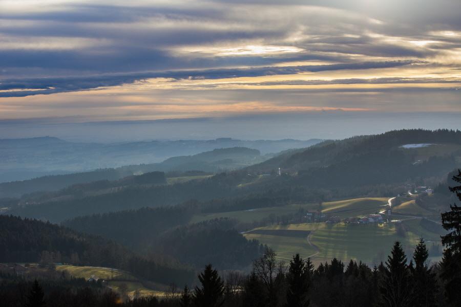 http://gewitterundnaturbilder-sr.de/hpfixgal_alpenfernsicht_gaeuboden_im_dunst_img_9198_10_01_2014_15_12_50.jpg